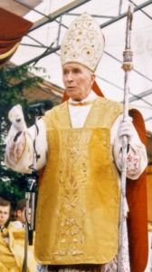 archbishop_lefebvre_giving_1988_episcopal_consecration_sermon225