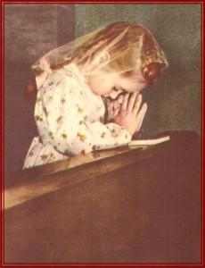 rezando menina veu