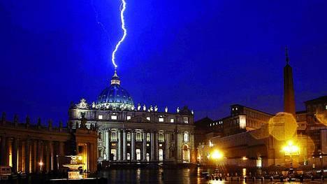 Impresion-Fantastica-Vaticano-Benedicto-XVI_CLAIMA20130212_0020_17