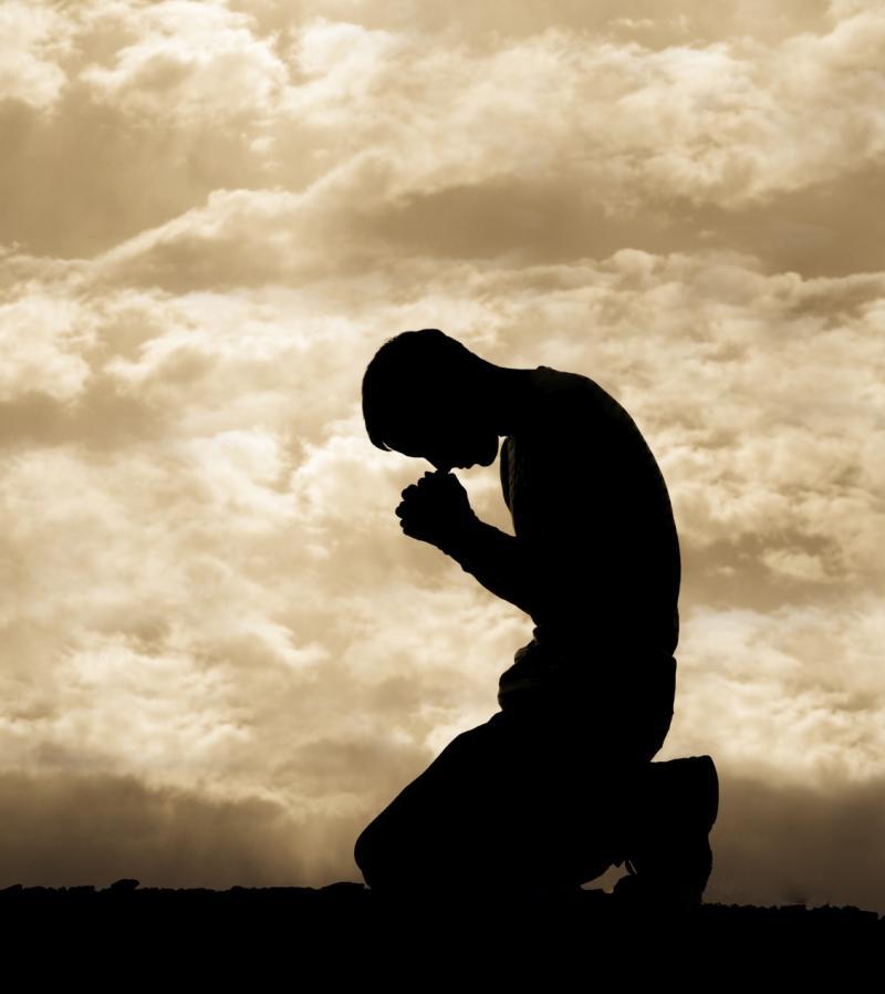 Resultado de imagem para ajoelhado rezando